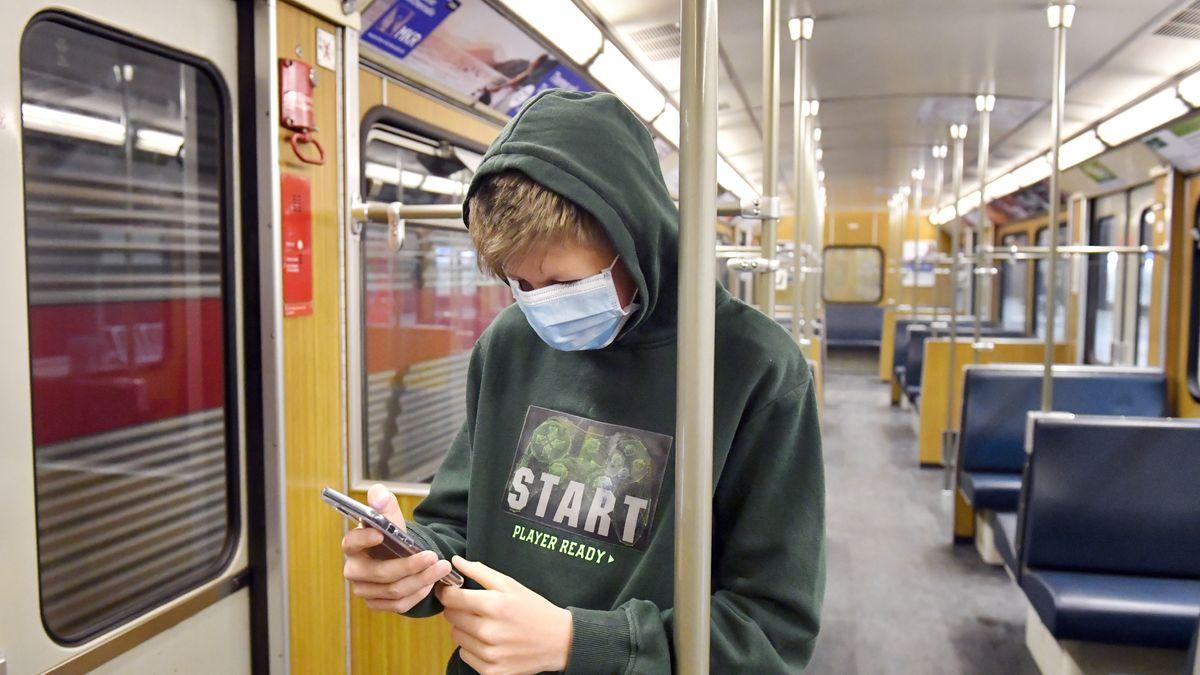 Corona-Apps sollen bei der Eindämmung der Pandemie helfen. Die deutsche Version lässt sich auf sich warten.