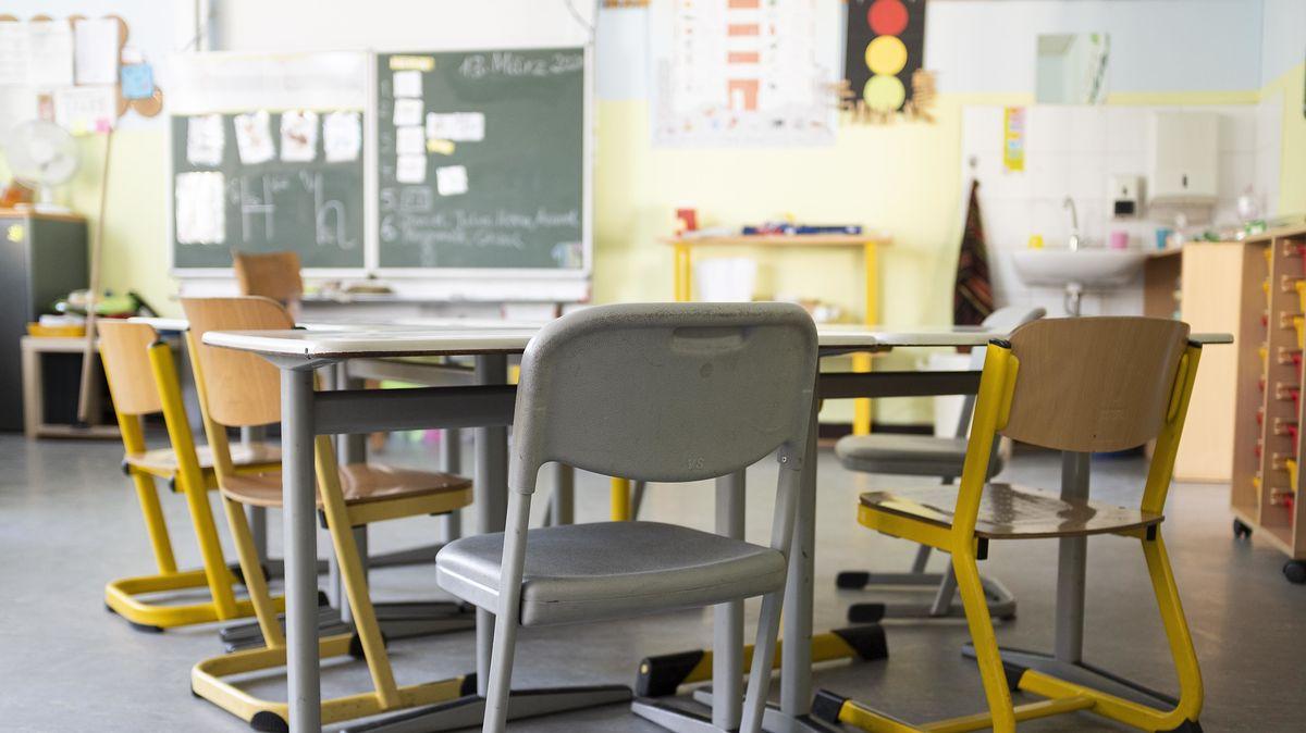 Blick in ein leeres Klassenzimmer. (Symbolbild)