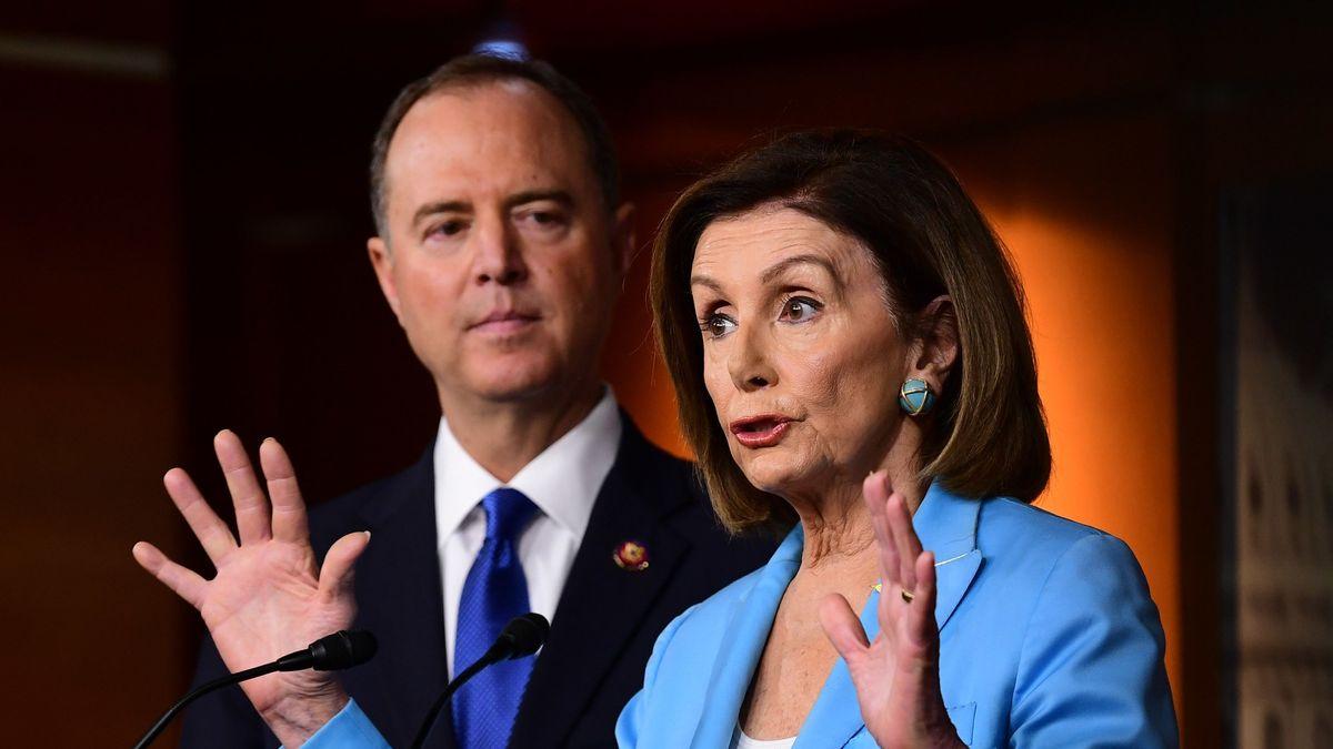 Die Vorsitzende des Repräsentantenhauses, die Demokratin Nancy Pelosi, mit dem demokratischen Chef des Geheimdienstausschusses Adam Schiff
