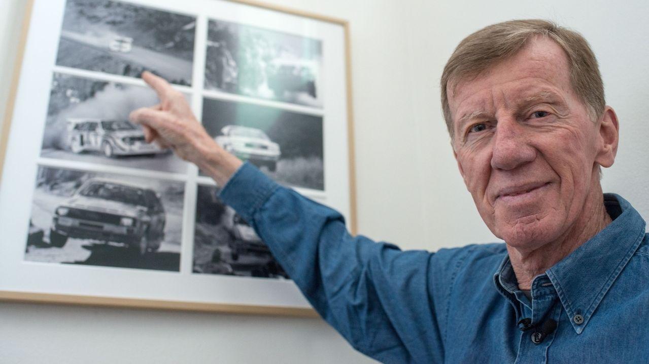Der zweifache Rallye-Weltmeister Walter Röhrl in seinem Haus in St. Englmar (Niederbayern) vor Fotos aus seiner aktiven Zeit als Rallye-Fahrer.