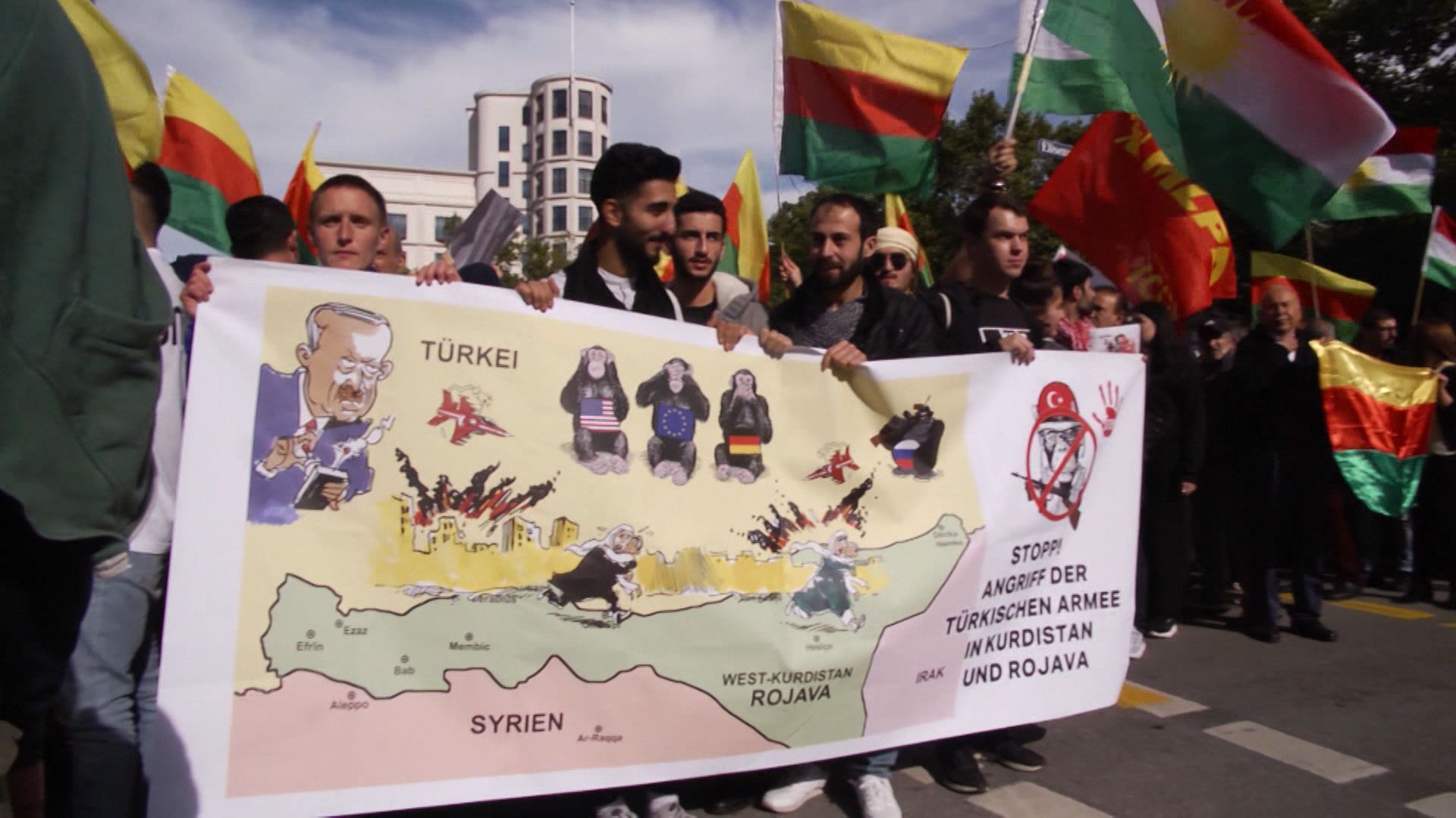 Demonstrationszug in München gegen den türkischen Militäreinsatz in Syrien