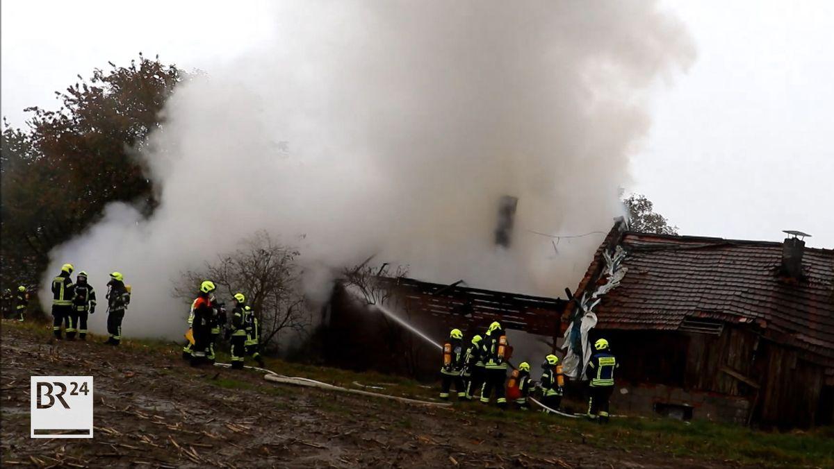 In Ensbach bei Schaufling ist ein wohl denkmalgeschütztes Wohnhaus abgebrannt. Verletzt wurde niemand.