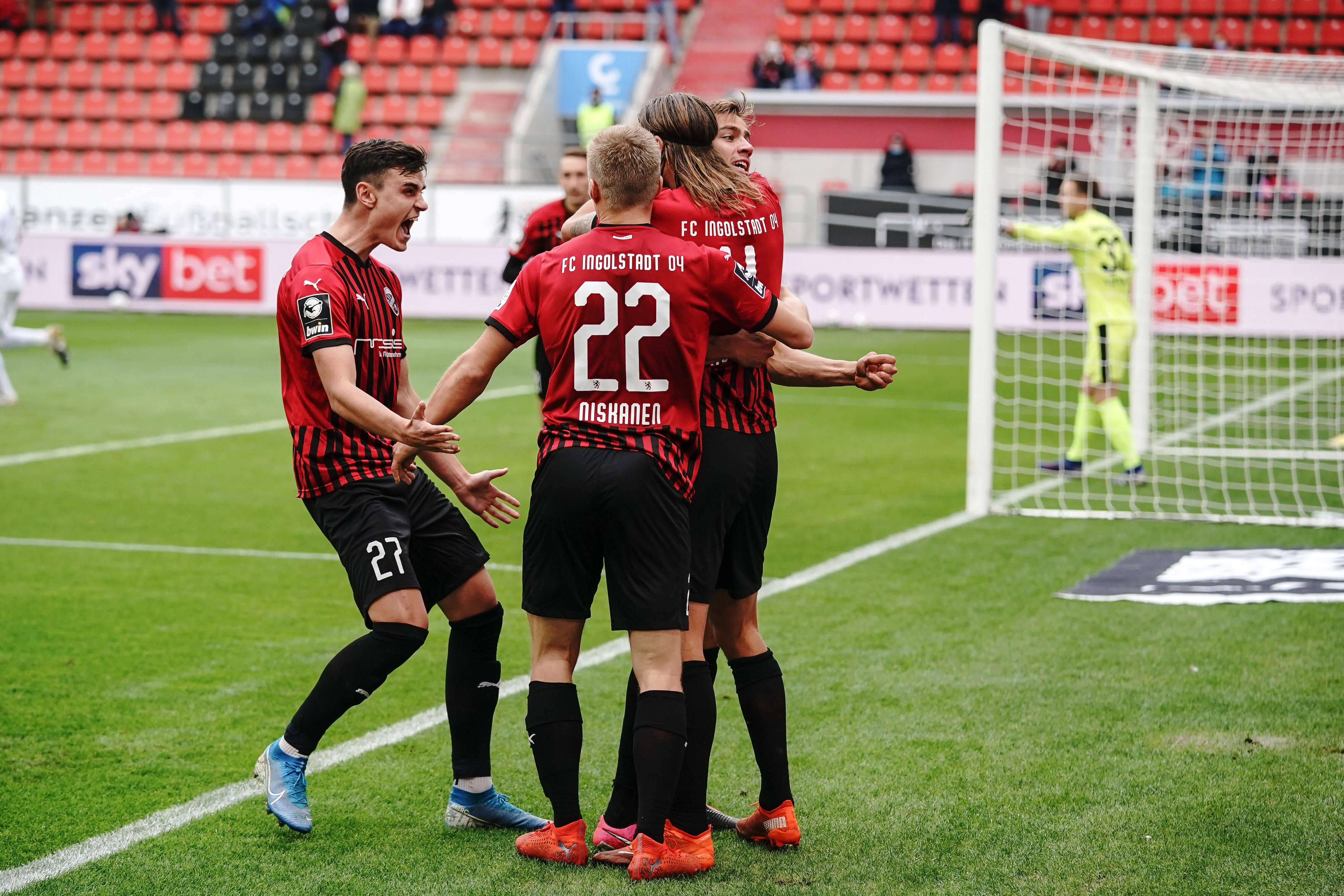 Ingolstadt-Spieler feiern ein Tor