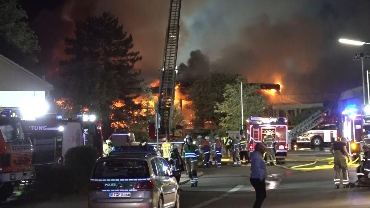 In Bayreuth ist eine Behindertenwerkstatt in Brand geraten. Der Schaden ist enorm.