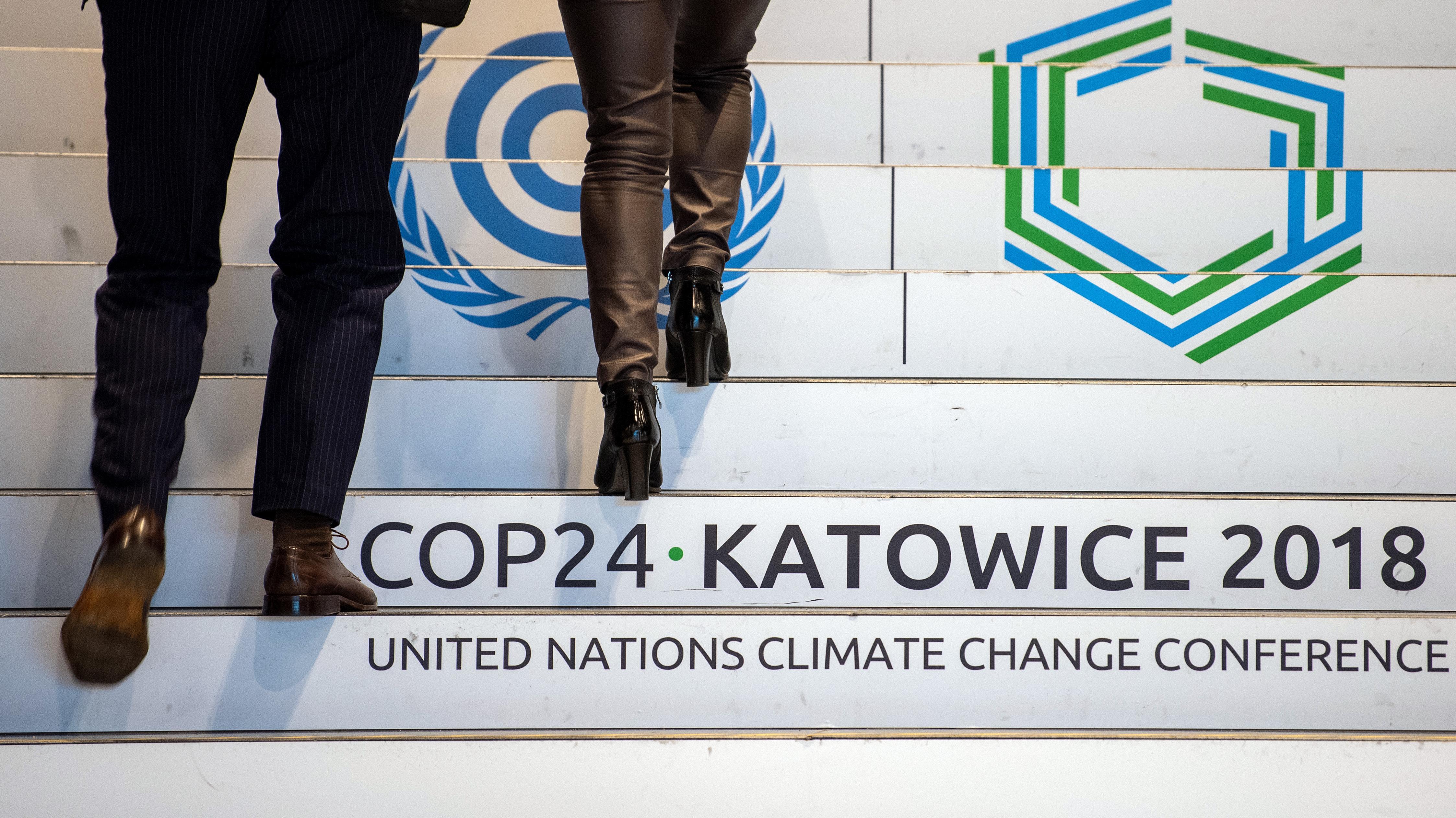 Treppe mit Logo des Weltklimagipfels, Dezember 2018