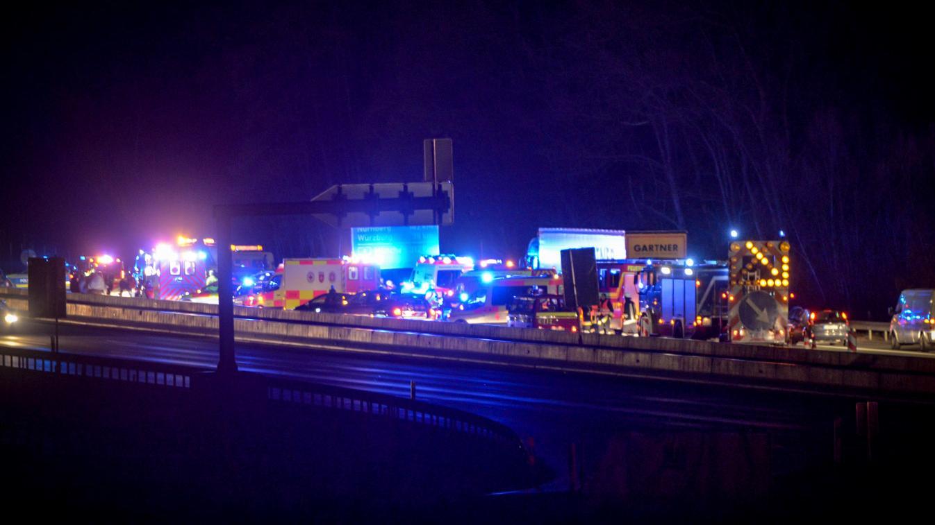 Auffahrunfall mit neun beteiligten Fahrzeugen