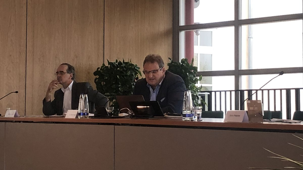 Landrat Josef Niedermaier im Pressegespräch zum Kreiskrankenhaus Wolfratshausen.