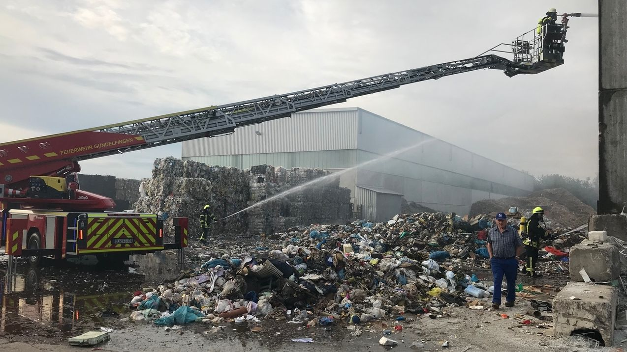 Brand bei Recyclingfirma in Bächingen