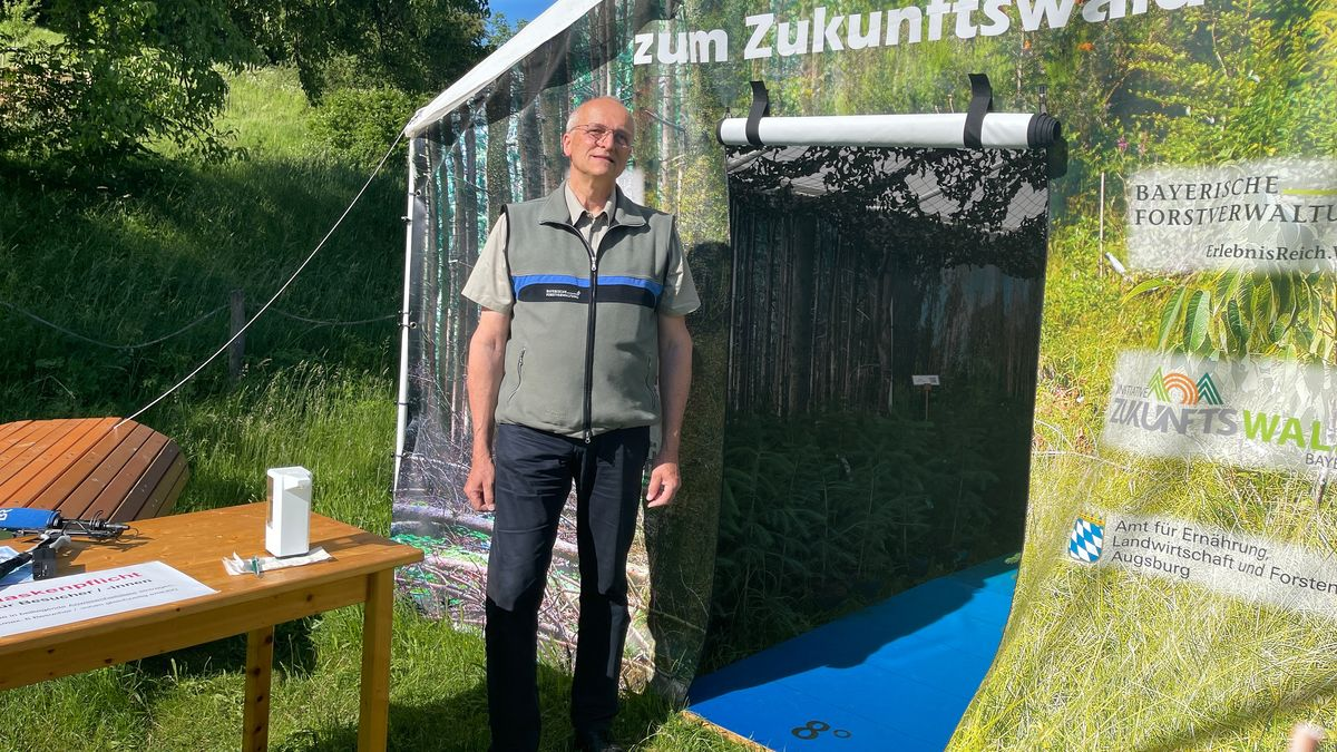 Förster Andreas Leyrer bietet im Rahmen des 50-jährigen Jubiläums des Naturparks Steigerwald eine Zeitreise in den Zukunftswald an.
