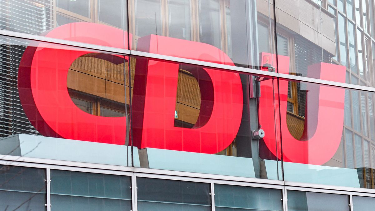 CDU-Logo , Konrad -Adenauer Haus, Parteizentrale der CDU in Berlin