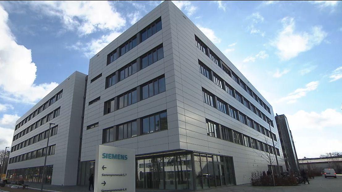 Blick auf ein Gebäude des Siemens Campus in Erlangen