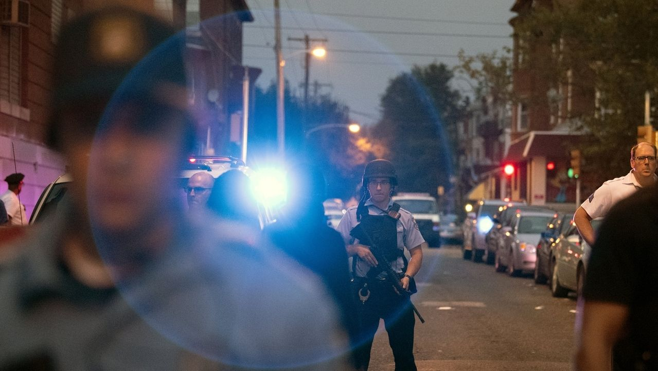Bewaffneter in US-Stadt feuert auf Polizisten: sechs Verletzte