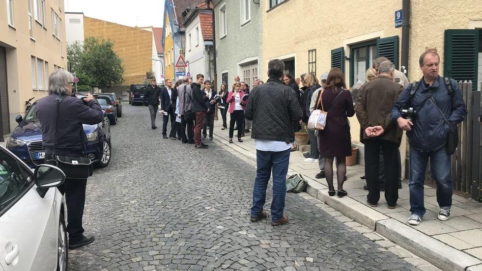 Ortstermin des Münchner Verwaltungsgerichts in Giesing, dort wo das Uhrmacherhäusl stand.