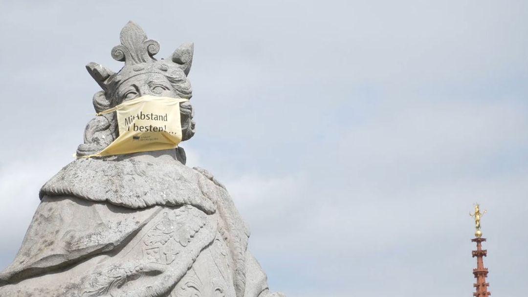 Heiligen-Statue auf der alten Mainbrücke in Würzburg