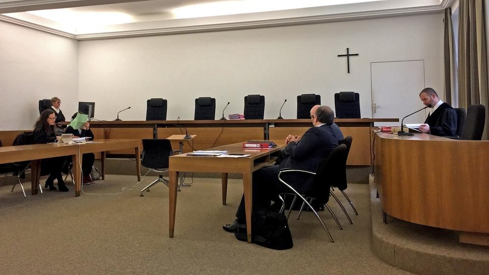 Prozess um getötete Tochter vor dem Landgericht Kempten am 27.03.18. | Bild:BR/Viktoria Wagensommer