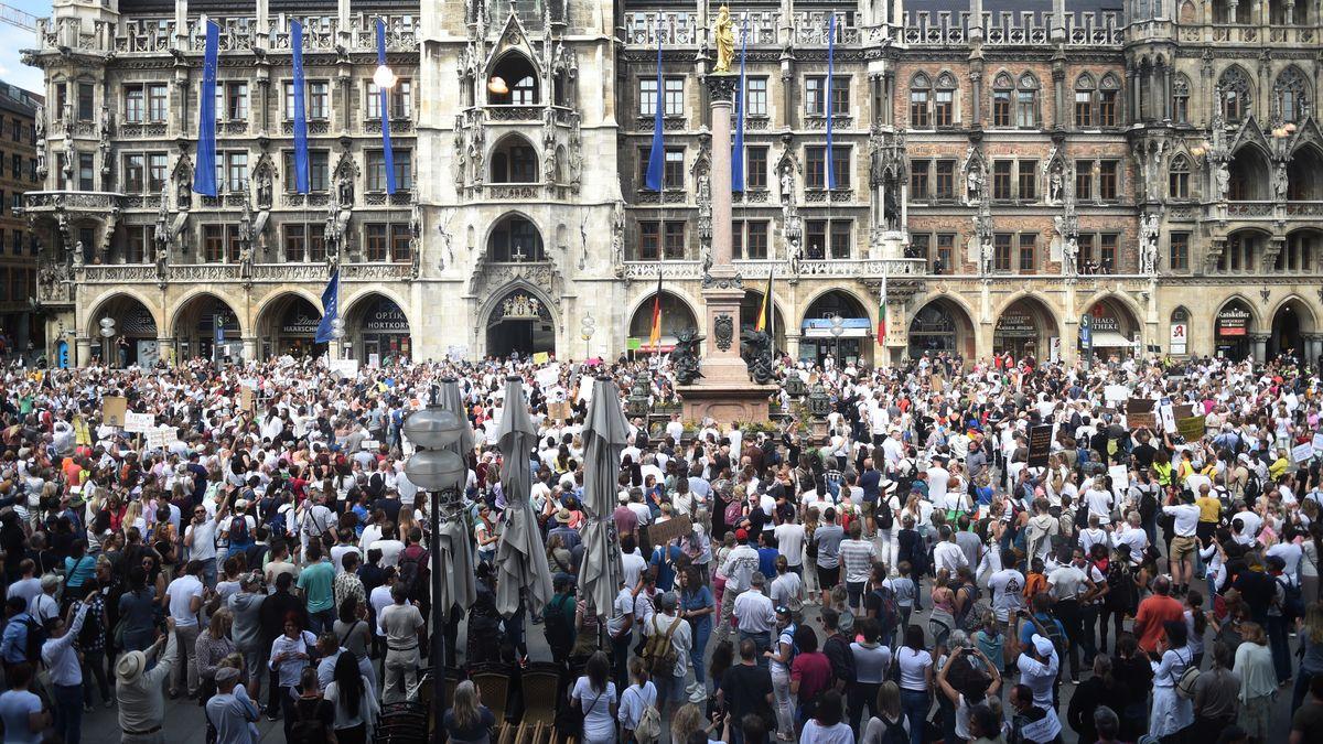 Demo am 9. Mai auf dem Münchner Marienplatz