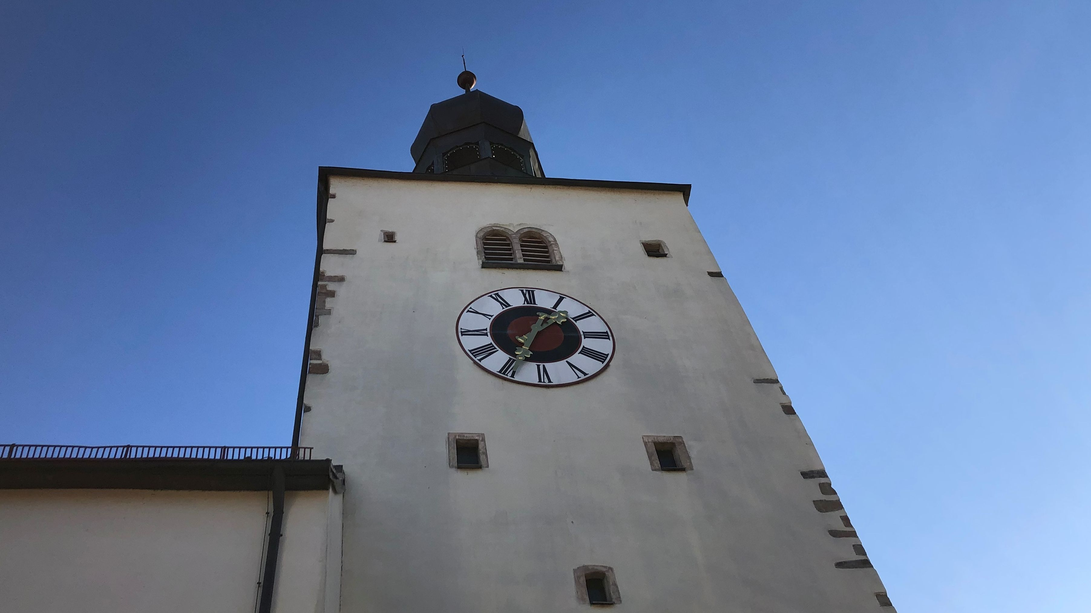 Der Kirchturm der Stadtpfarrkirche St. Michael Regen