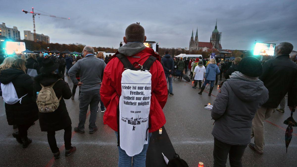 Demonstranten auf der Münchner Theresienwiese