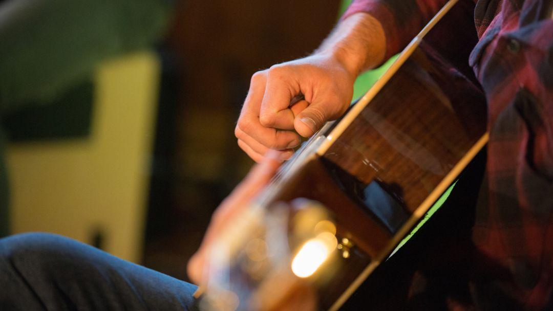 Gitarrenspieler (Symbolbild)