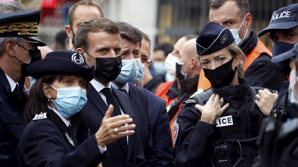 Emmanuel Macron mit Polizei nach der Messerattacke in Nizza