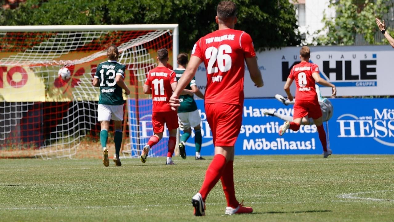 Fussball, 3.Liga Relegation - TSV Havelse - 1. FC Schweinfurt 05 Tor durch Kevin Schumacher