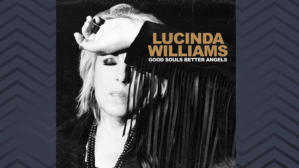 """Das Cover von """"Good Souls Better Angels"""" zeigt Lucinda Williams mit blondem Fransenhaarschnitt und schwarzer Jacke mit Fransen"""