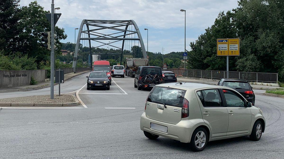 Die Franz-Josef-Strauß Brücke in Passau