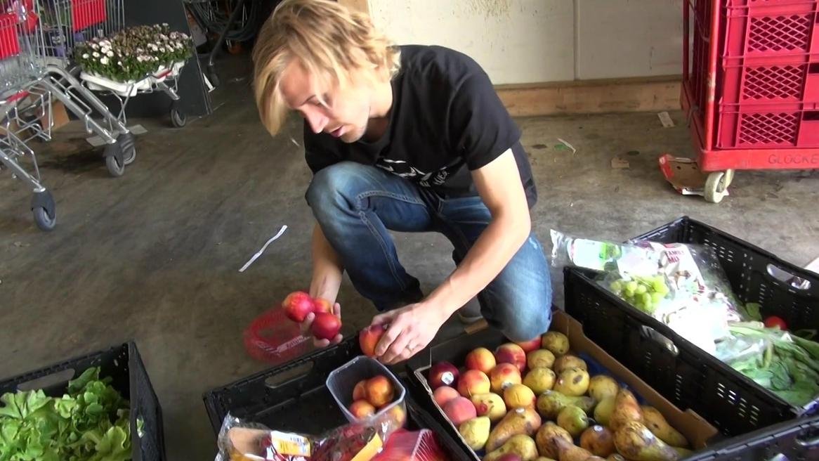 Lebensmittel-Aktivist bewahrt Obst und Gemüse vor dem Müll