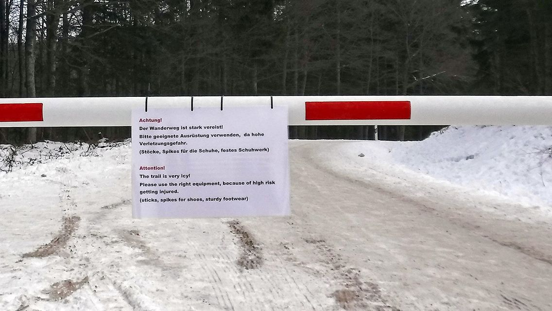 Ein Warnschilde im Nationalpark