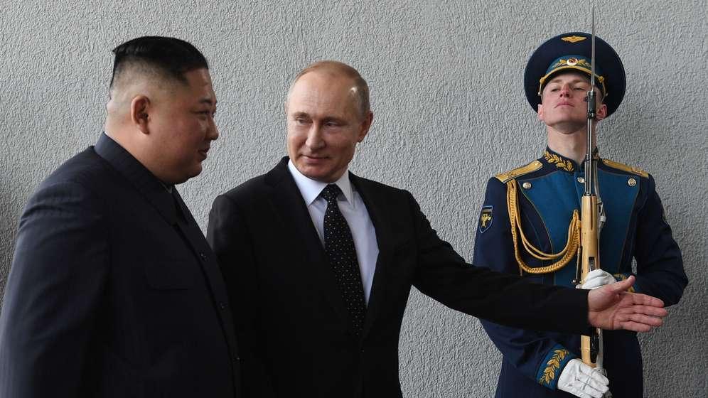 Kim Jong Un (l.) und Wladimir Putin | Bild:pa / dpa / Valery Melnikov