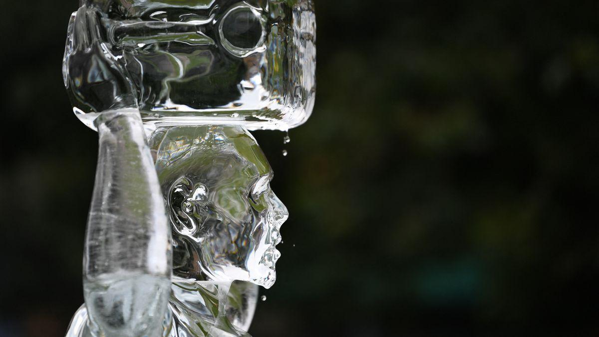 Eisfiguren schmelzen in der Sonne: Die britische Wasser-NGO Water Aid will mit der Ausstellung in London auf den Klimawandel hinweise.