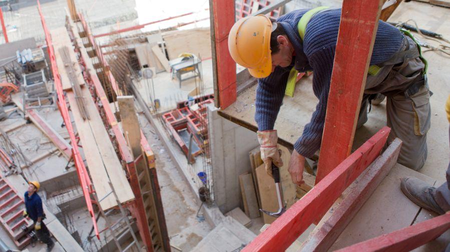 Arbeiter auf einer Baustelle (Symbolbild)