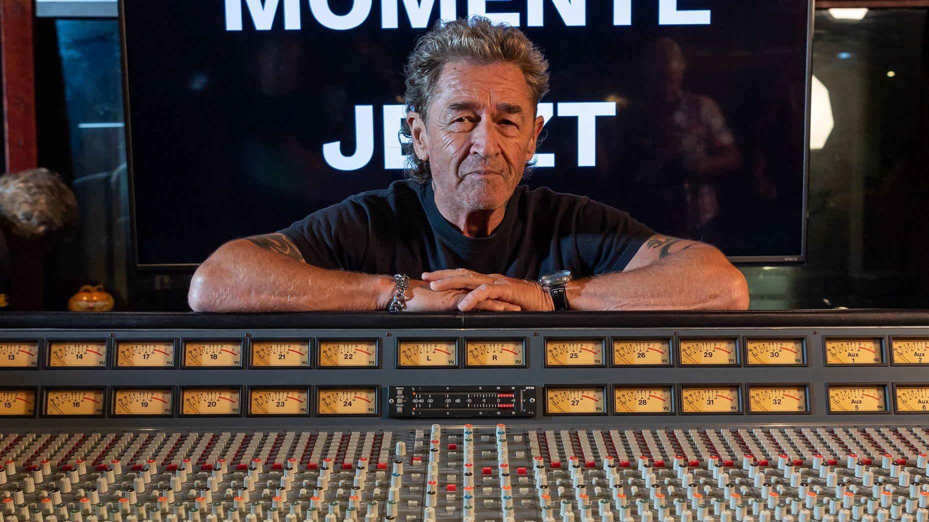 """Peter Maffay, hier im Musikstudio, veröffentlicht zu seinem 70. Geburtstag das neue Album """"Jetzt!""""."""