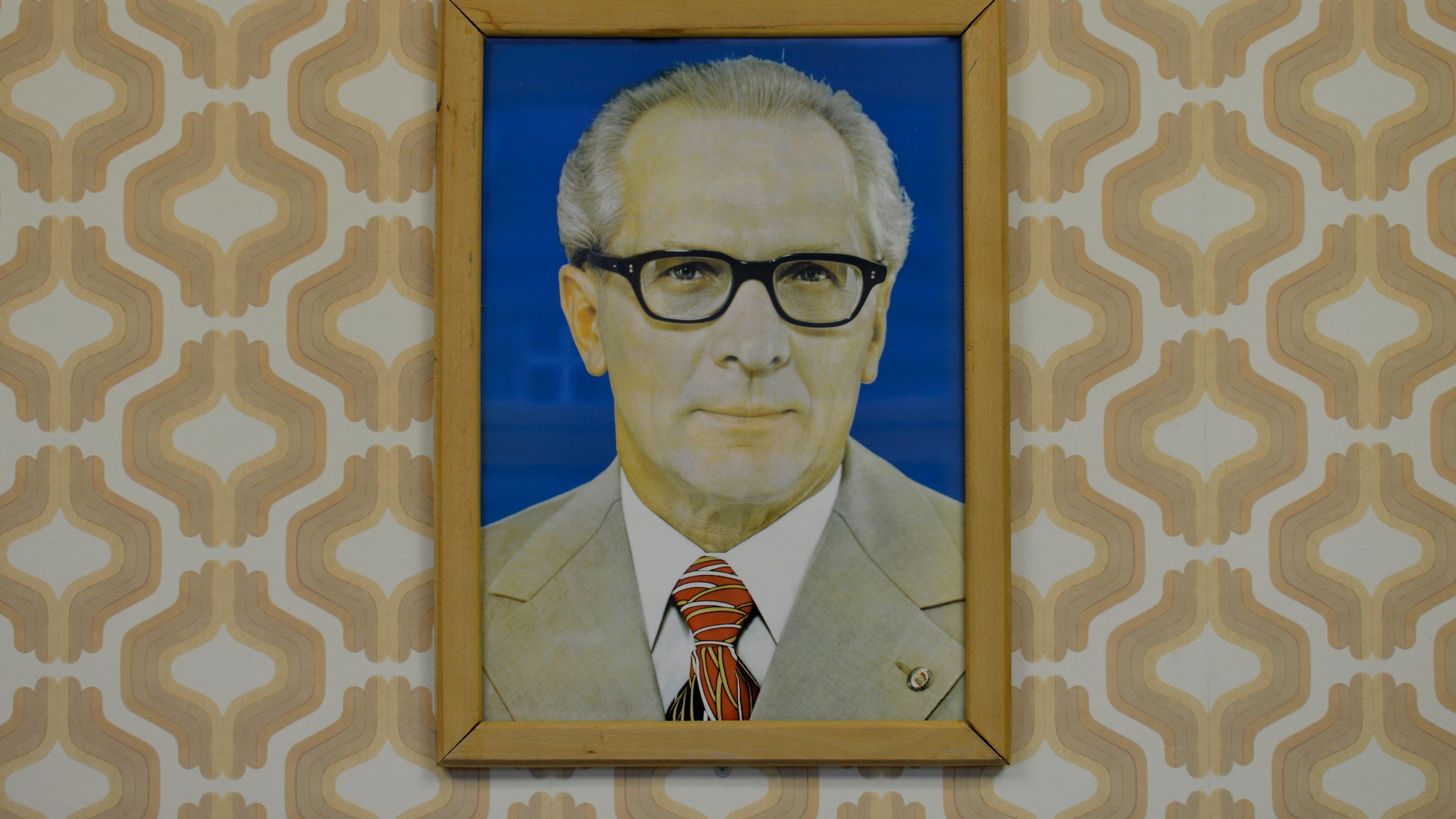 Historisches Honecker-Porträt in der Stasi-Gedenkstätte Berlin-Hohenschönhausen