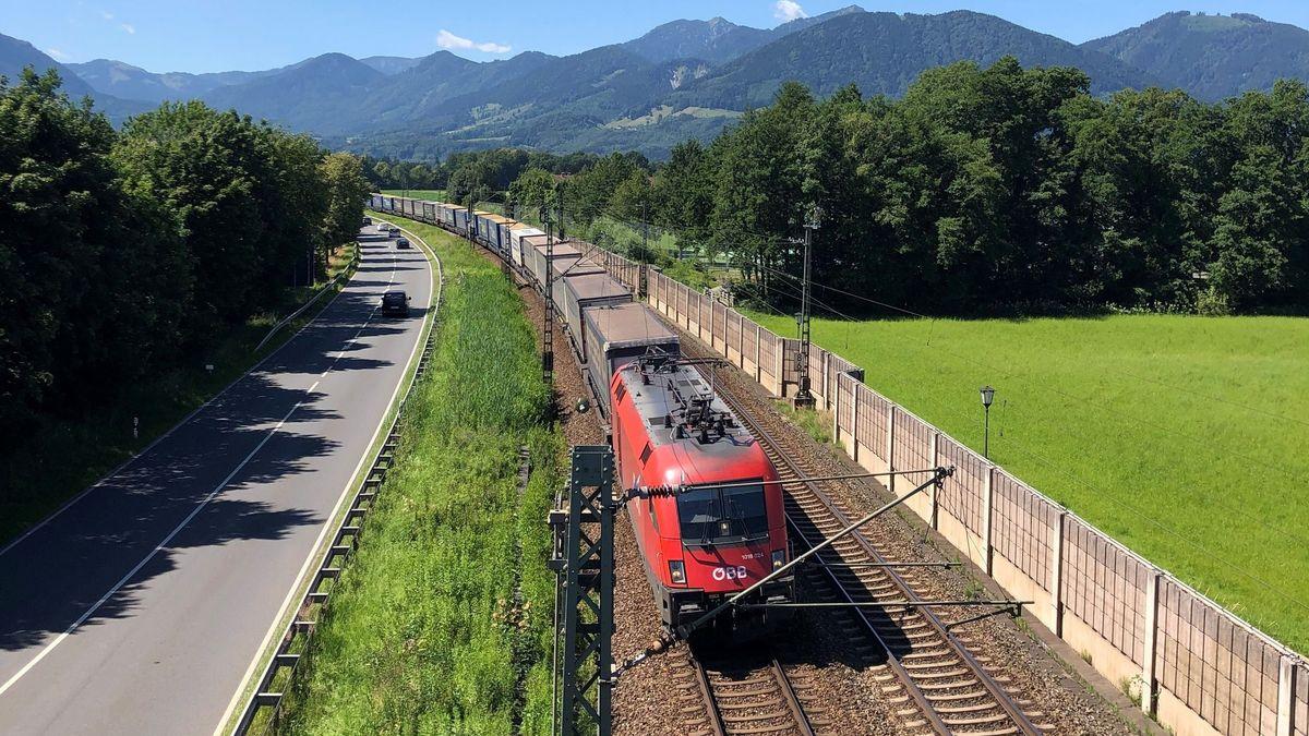 Der Brenner-Nordzulauf ist in der Region höchst umstritten. Nach Jahren der Planung hat die Deutsche Bahn nun die Auswahltrasse bekanntgegeben.