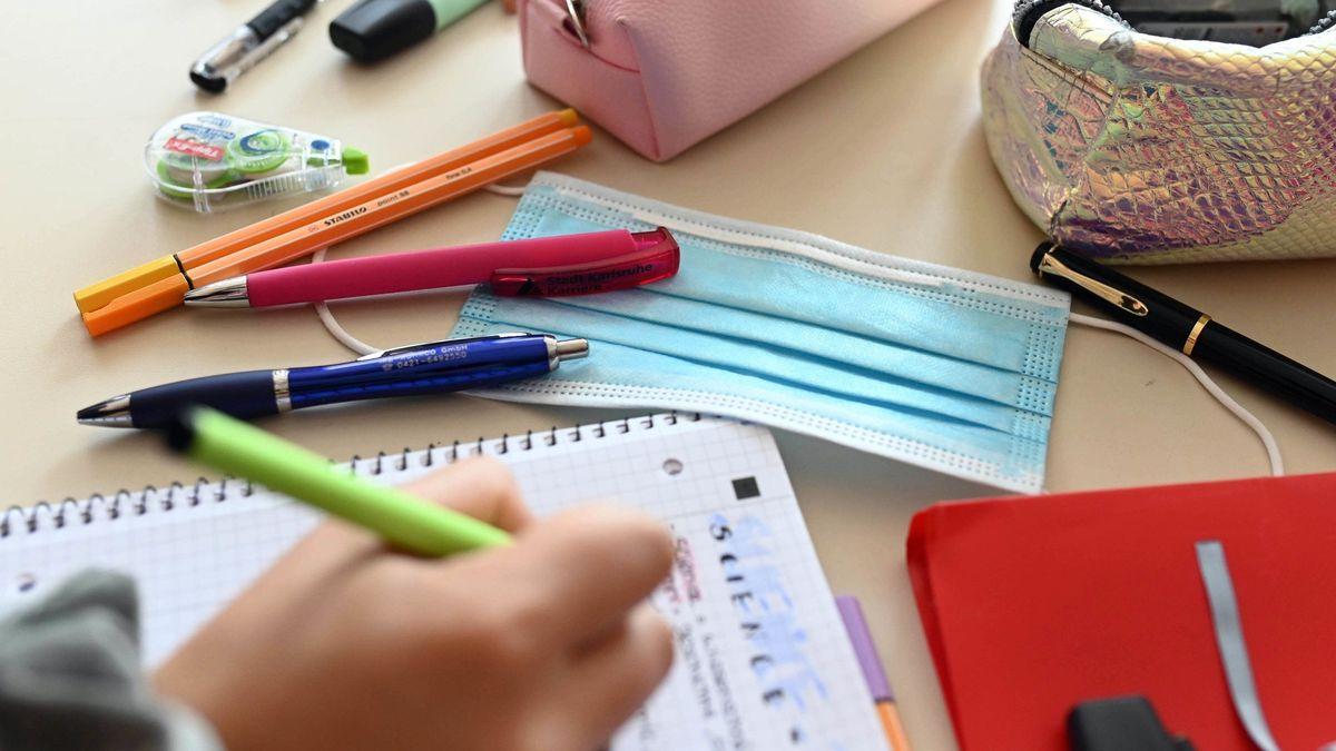 Schüler schreibt (Symbolbild)