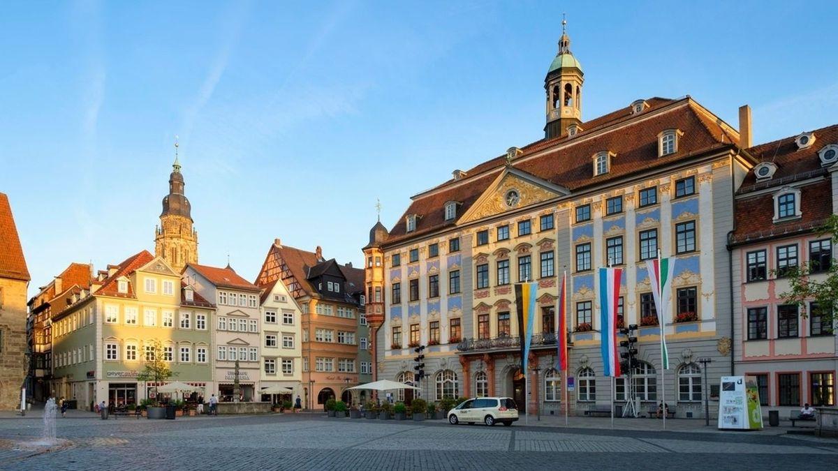 Blick auf das Coburger Rathaus und den Marktplatz