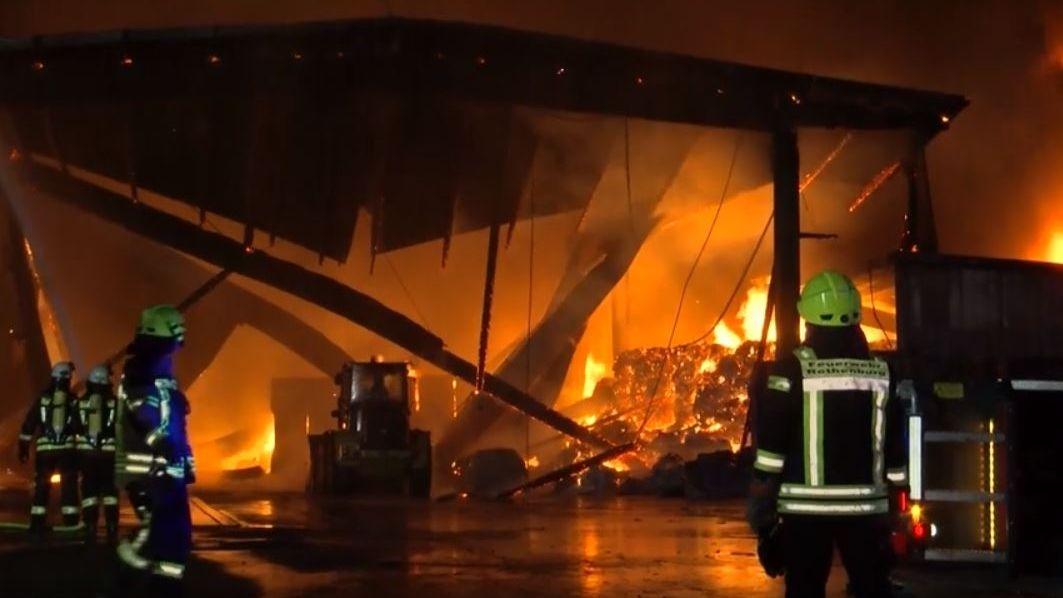 Bei einem Großbrand in Rothenburg ob der Tauber ist ein Millionenschaden entstanden. 200 Feuerwehrleute kämpften stundenlang gegen die Flammen.