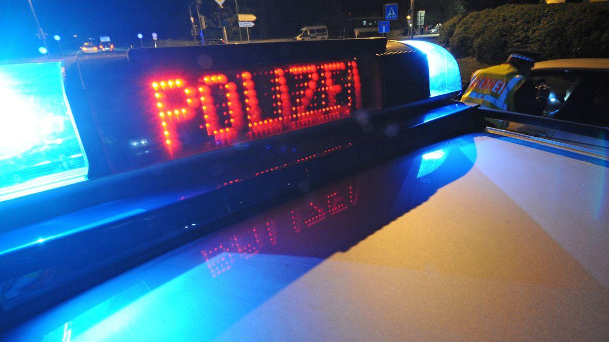 """Blaulicht mit der Aufschrift """"Polizei"""""""
