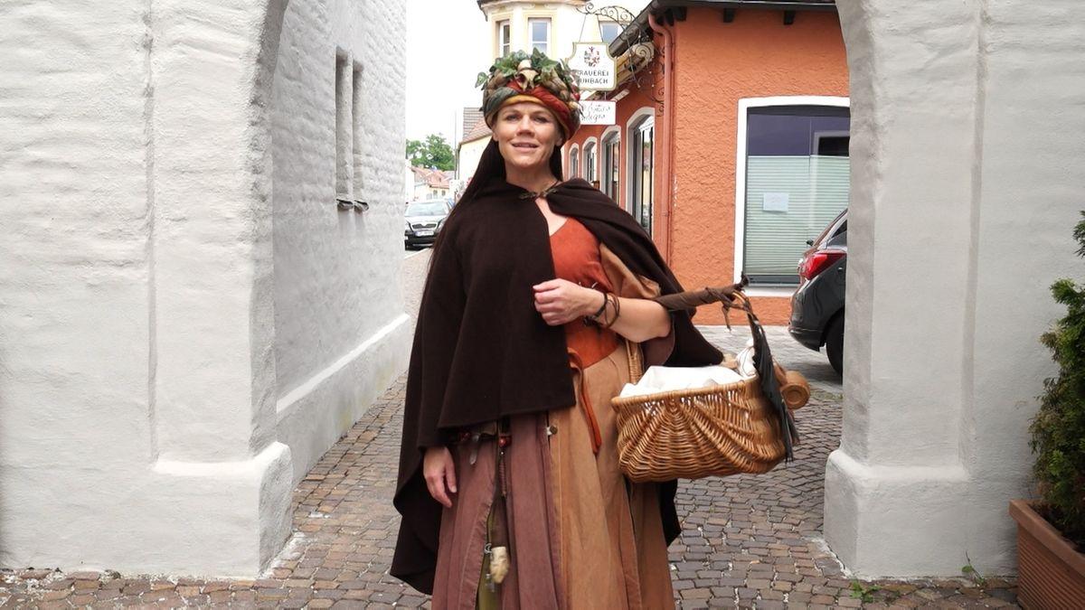 Sabine Dauber in mittelalterlichem Gewand in Aichach