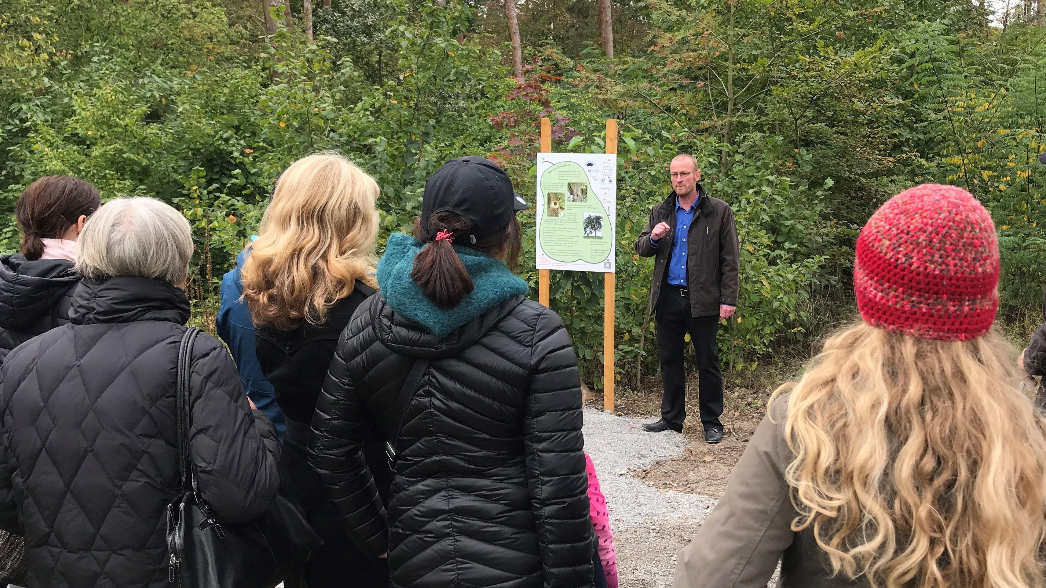 Biologielehrer Harald Biedermann am Birnen-Kulturweg
