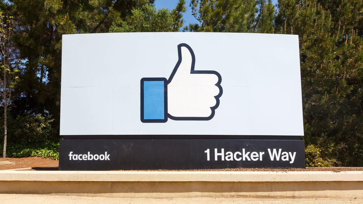 Die US-amerikanische Facebook-Zentrale mit dem Daumen-hoch-Logo in Menlo Park, Kalifornien