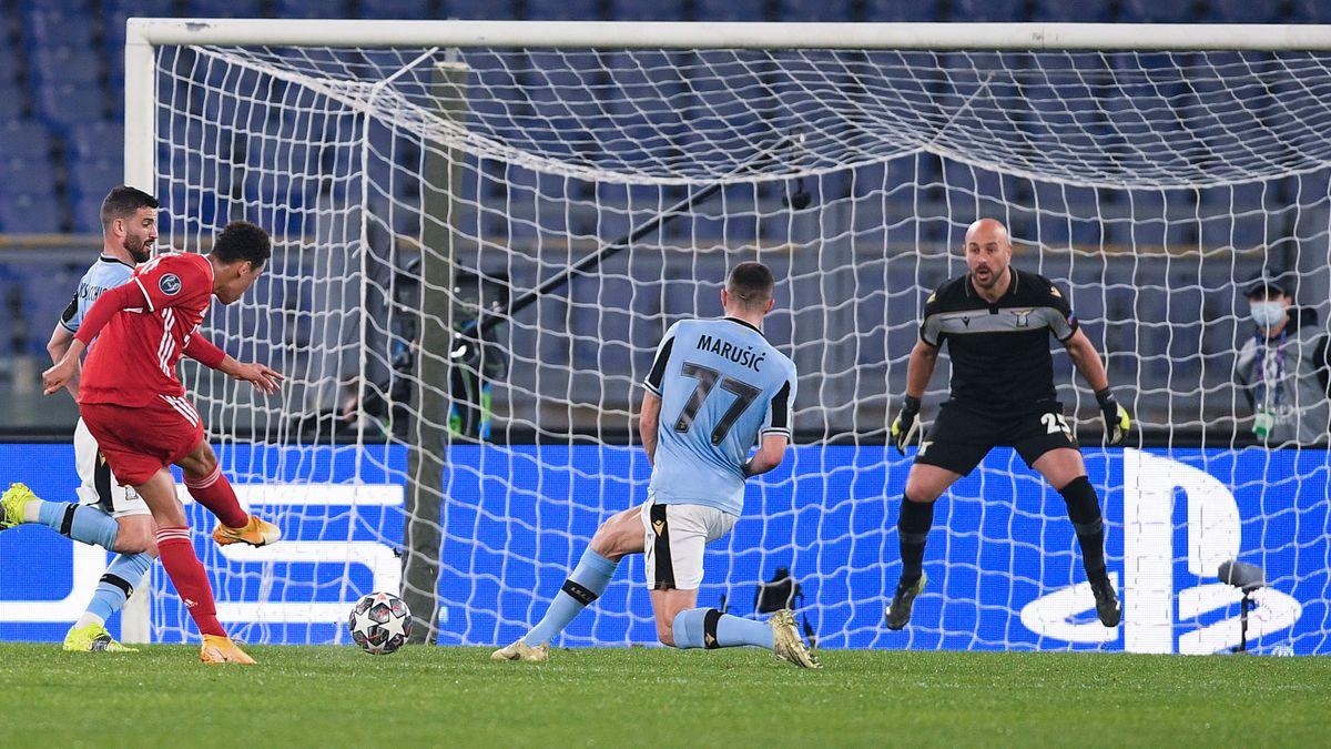 Jamal Musiala trifft zum 2:0 des FC Bayern bei Lazio Rom
