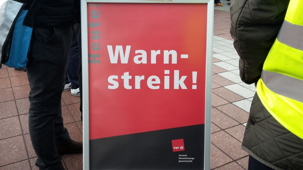 Verdi ruft zu Warnstreiks im Öffentlichen Nahverkehr auf (Symbolbild)