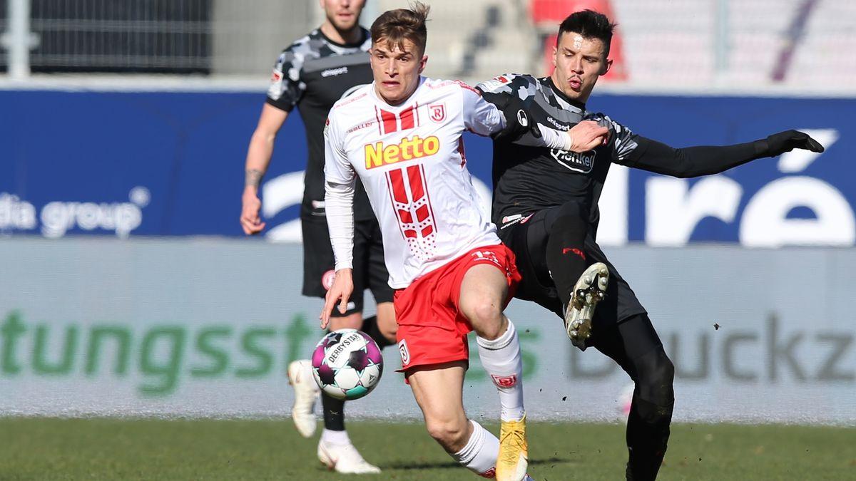 Torschütze David Otto (14, SSV Jahn Regensburg ) und Alfredo Morales (6, Fortuna Düsseldorf F95 )