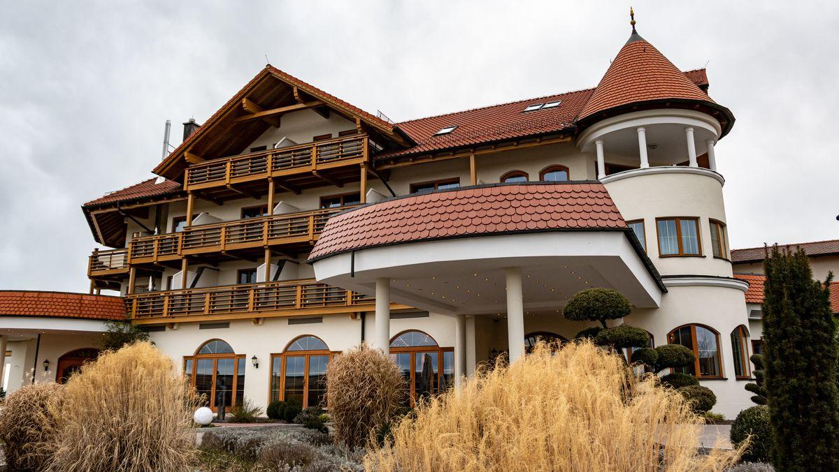 """Das Landhotel Birkenhof in Neunburg vorm Wald, in dem sich das Sternerestaurant """"Obendorfer's Eisvogel"""" befindet."""