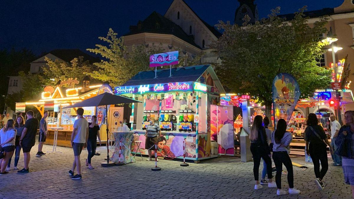 Schaustellerbuden und Essenstände in Rosenheim