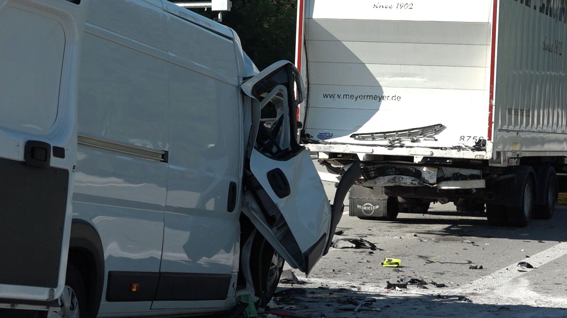 Die beiden Unfallfahrzeuge auf der A9
