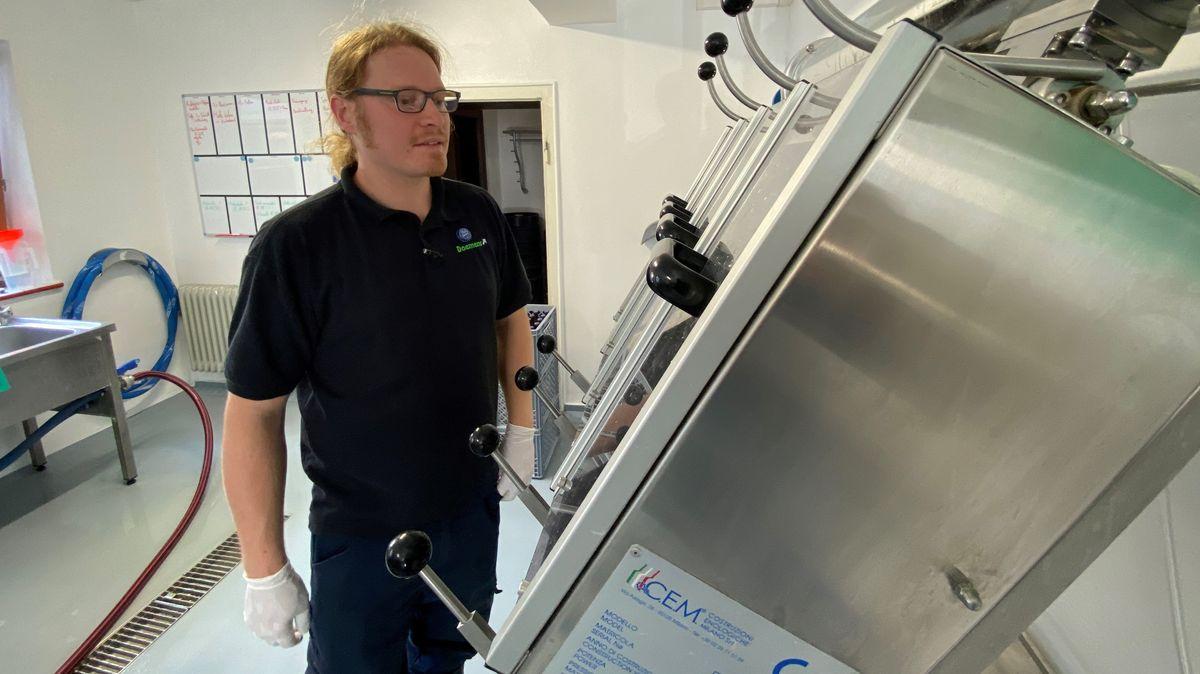 Der Engländer Rob Smith lernte das Brauhandwerk und betreibt mittlerweile eine Brauerei im Frankenwald.