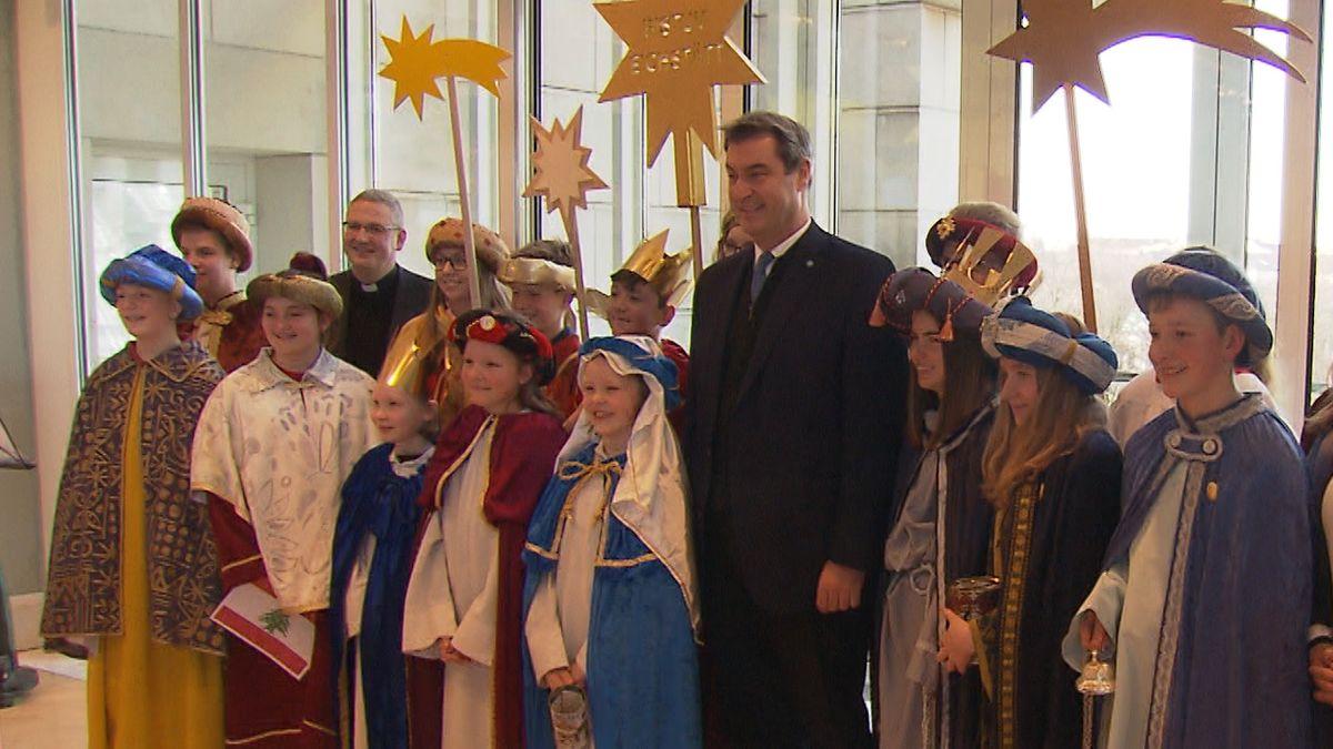 Ministerpräsident Markus Söder mit Sternsingern
